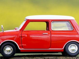 Pirmas automobilis - geriau mažas